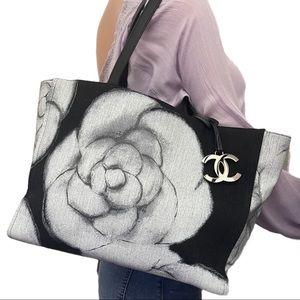 🦄✨RARE✨🦄Chanel Black White Camellia Shopping Toe